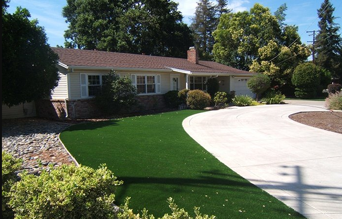 Yard with Artificial Grass for vacaville